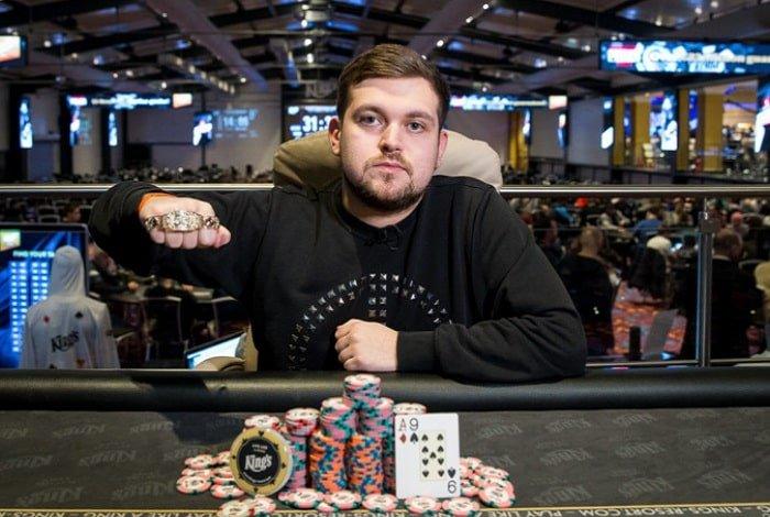 Ренат Богданов - профессиональный игрок в покер